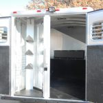 4 Horse Mustang - Standard Double Rear Doors with Windows (56/44) and Collapsible Rear Tack
